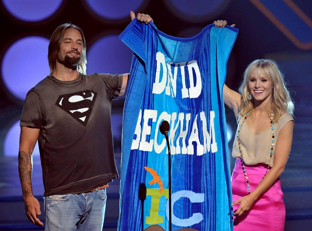 Actor Josh Holloway and [ytvperson id=1145175]Kristen Bell onstage during the 2008 Teen Choice Awards at Gibson Amphitheater on August 3, 2008 in Los Angeles, California. Kristen Bell