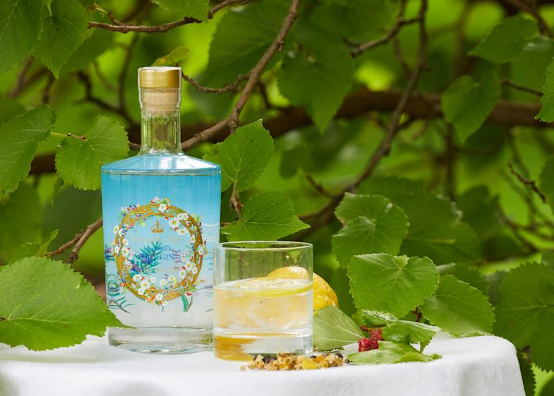 The gin and a mulberry tree