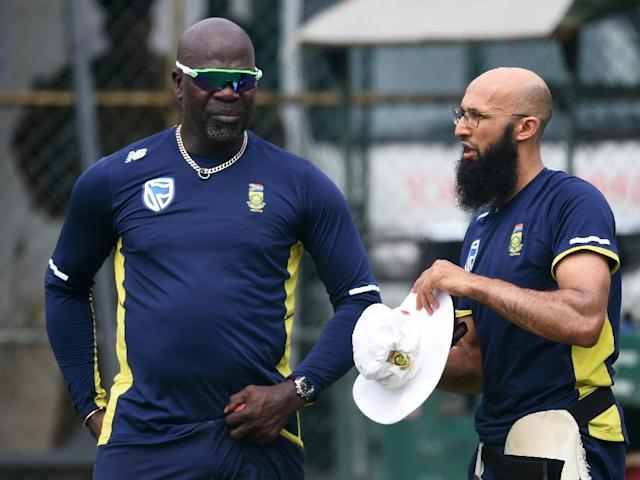 South Africa coach Ottis Gibson (L, pictured July 2018) indicated earlier in the season that he would like the Pakistan and Sri Lanka matches to be effectively a warm-up for the World Cup squad (AFP Photo/ISHARA S. KODIKARA)
