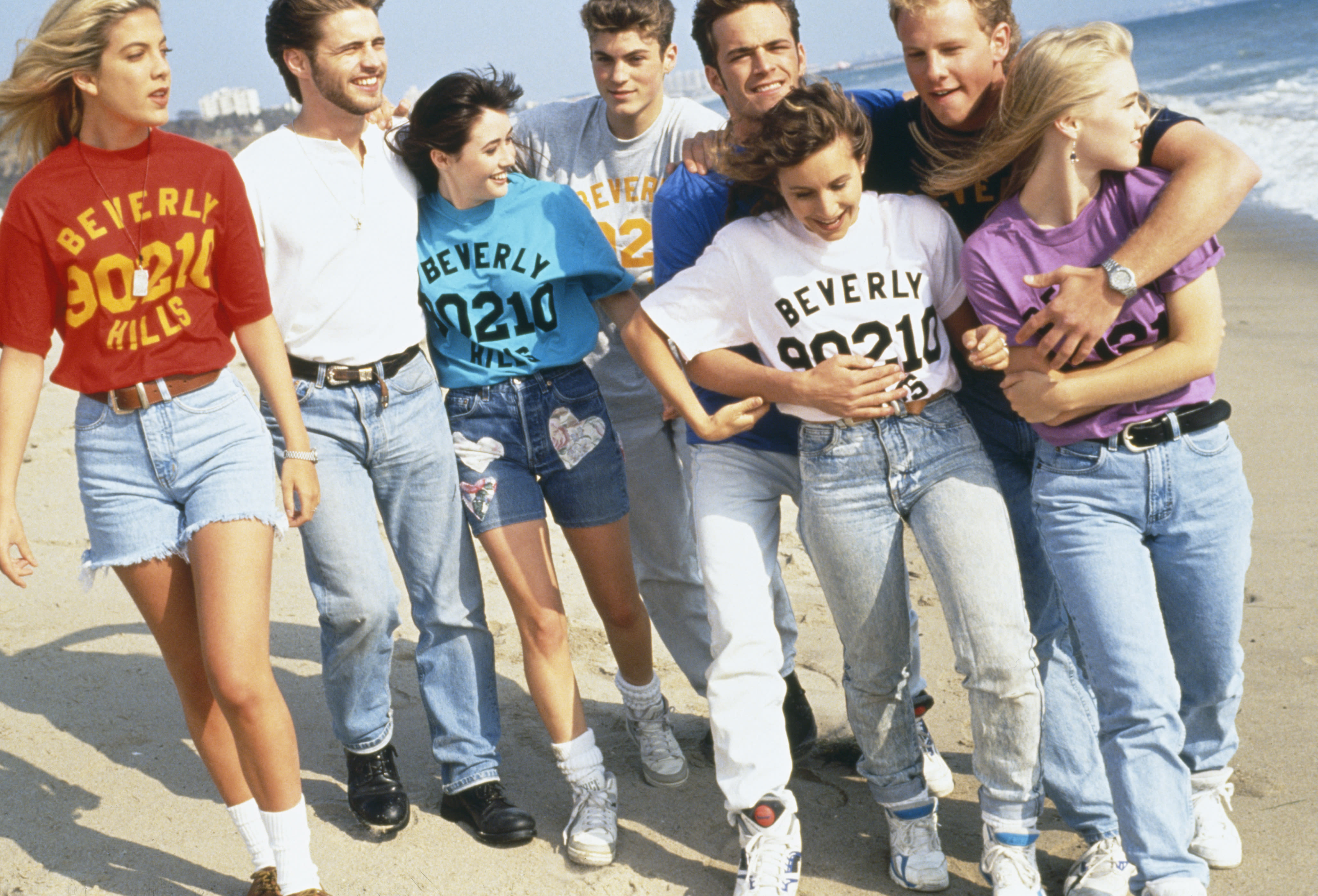 LOS ANGELES : GROUP PHOTO OF THE 'BEVERLY HILLS 90210' TEAM (Photo by mikel roberts/Sygma via Getty Images)