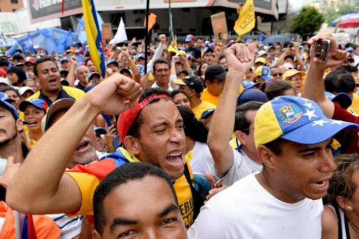 Opponents of the government of Venezuelan President Nicolas Maduro rally in Caracas on May 14, 2016 (AFP Photo/Federico Parra)