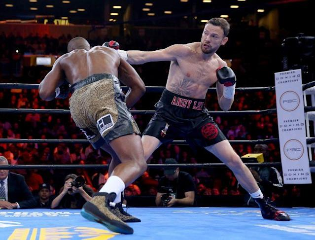 "<a class=""link rapid-noclick-resp"" href=""/nfl/players/6947/"" data-ylk=""slk:Andy Lee"">Andy Lee</a> (R) throws a punch at Peter Quillin on April 11, 2015, in their middleweight title fight. (Getty Images)"