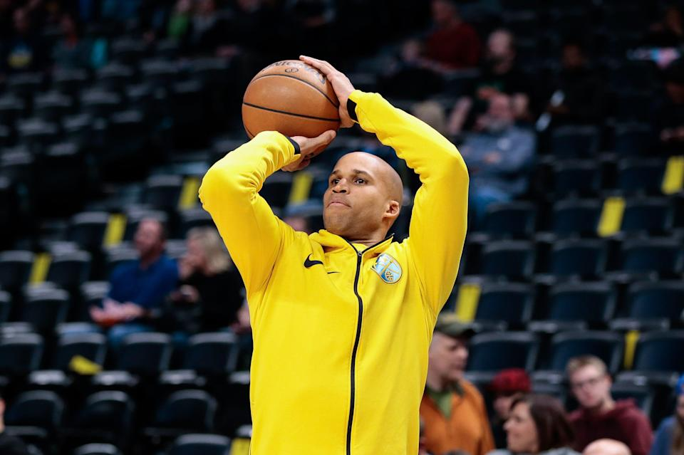 Richard Jefferson warms up before a game between the Nuggets and Mavericks in 2018.