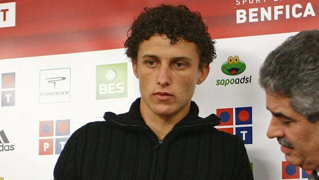 <p>Who's that handsome chap with short hair?</p> <br><p>David Luiz looked like a different person when he left home in Brazil and arrived at Benfica in 2007. And it was all because he hadn't yet developed that Sideshow Bob tribute of a hairdo.</p>