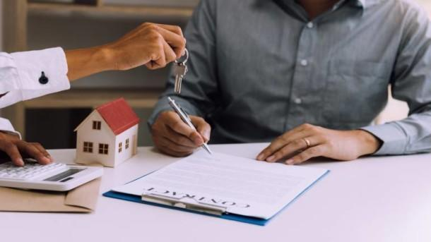 Looking to take out a bank loan instead? Find out how hiring a mortgage broker can help make the process easier.