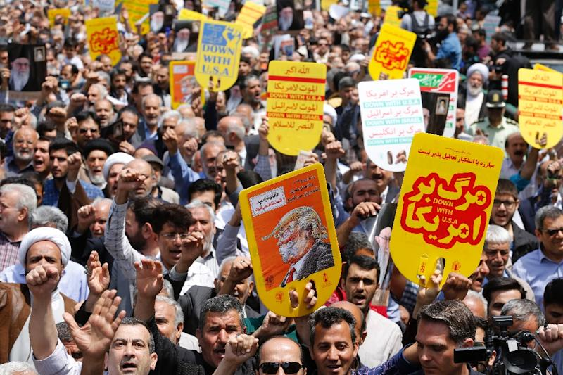 Iranians hold anti-US placards and shout slogans during a demonstration after Friday prayers in the capital Tehran on May 11, 2018 (AFP Photo/STR)