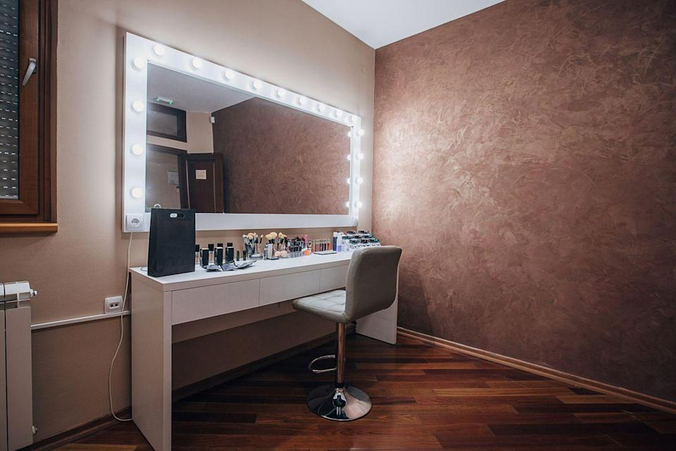 <p>Unless you're in the makeup chair, there's no need to be blinded by this '90s trend every morning. Bathroom lighting today is softer and more delicate than these harsh bulbs. </p>