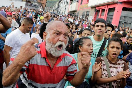 A man shouts during a protest over food shortage and against Venezuela's government in Caracas, Venezuela June 14, 2016. REUTERS/Marco Bello