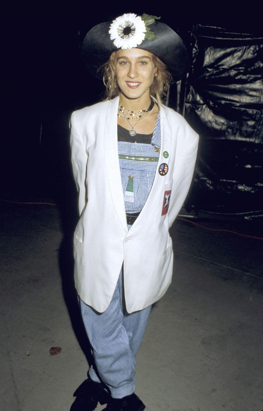<p>A few months after the premiere of <em>Sex and the City</em>, SJP's style proved to be just as eccentric as her onscreen counterpart, Carrie Bradshaw's.</p>