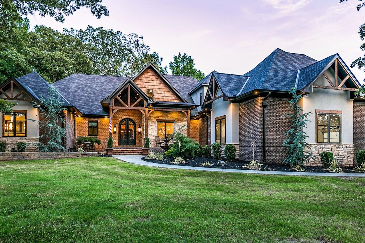 <p>The pinnacle of country living, Randy Houser's little slice of Tennessee paradise was built in 2015. </p>