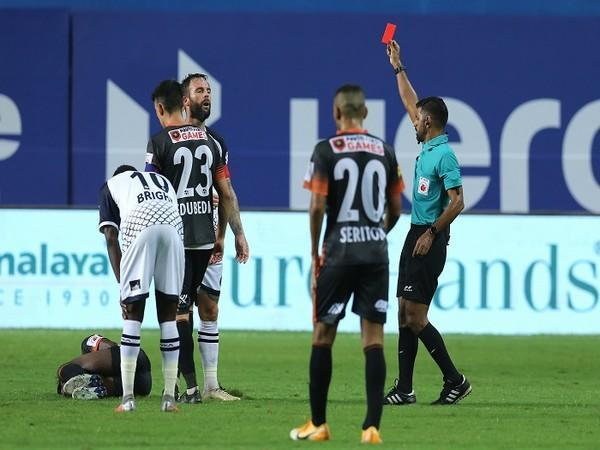East Bengal suffered a major setback when Daniel Fox was shown the red card in the second half  (Image: ISL)