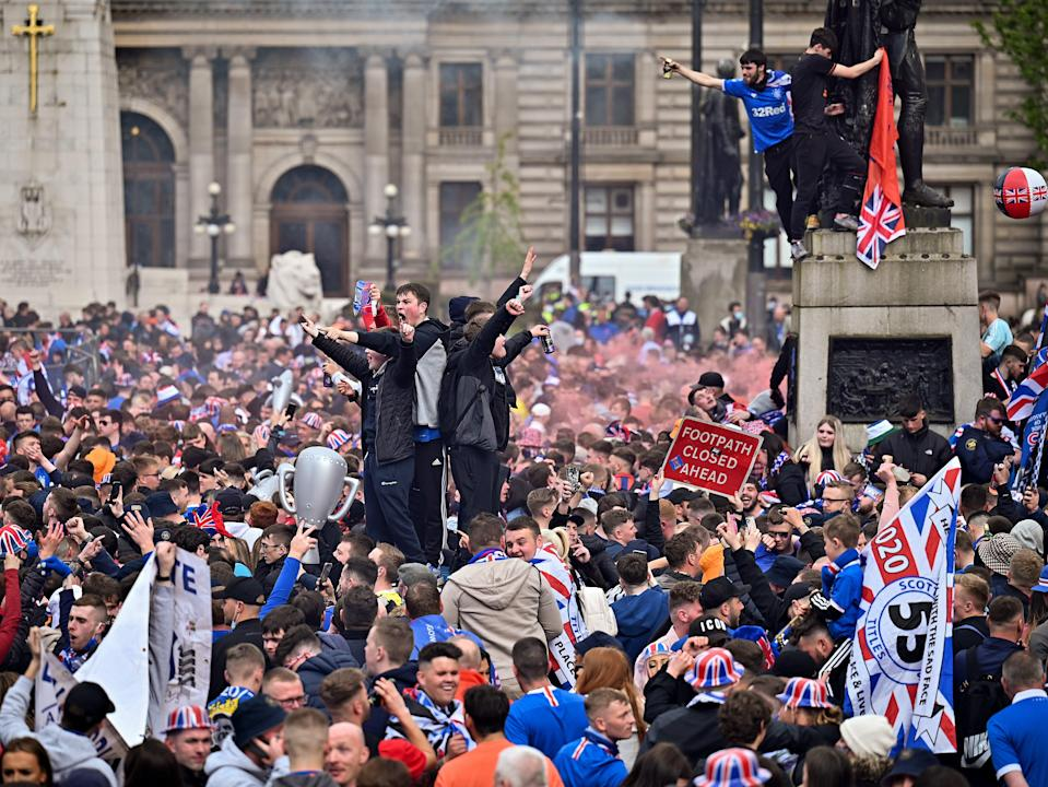 Thousands of fans gather in central Glasgow, many of who do not appear to be wearing face masksGetty