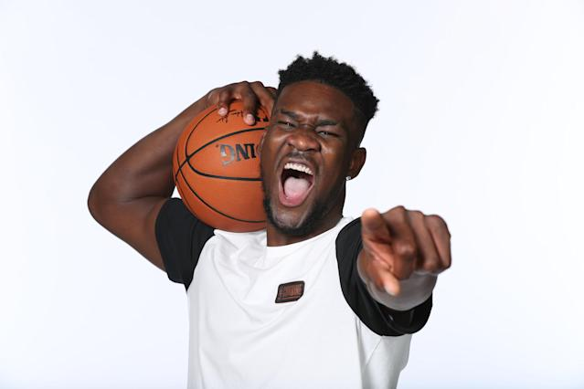 "<a class=""link rapid-noclick-resp"" href=""/ncaab/players/141127/"" data-ylk=""slk:Deandre Ayton"">Deandre Ayton</a> displays his planned response to anyone who rags him about securing the bag by signing with Puma. (Getty)"