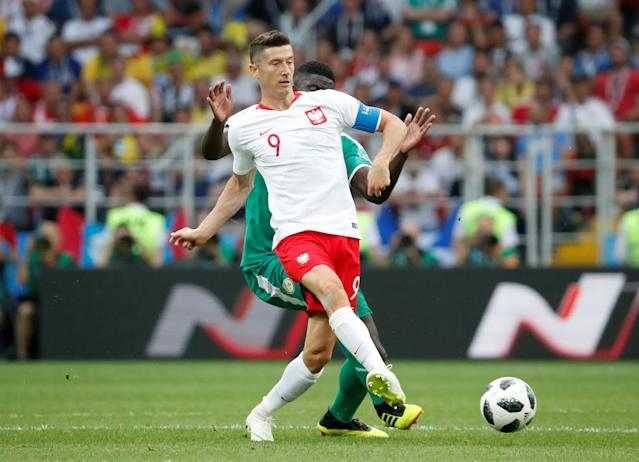 Soccer Football - World Cup - Group H - Poland vs Senegal - Spartak Stadium, Moscow, Russia - June 19, 2018 Poland's Robert Lewandowski in action with Senegal's Alfred N'Diaye REUTERS/Grigory Dukor