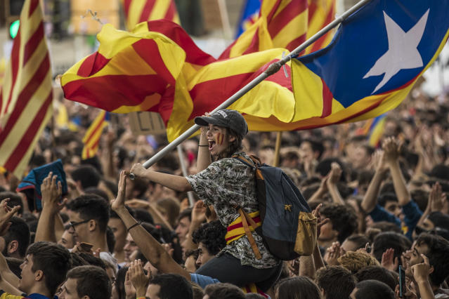 <p>Students demonstrate against the position of the Spanish government to ban the Self-determination referendum of Catalonia during a university students strike on Sept. 28, 2017 in Barcelona, Spain. The Catalan goverment is keeping with its plan to hold a referendum, due to take place on October 1, which has been deemed illegal by the Spanish government in Madrid. (Photo: Dan Kitwood/Getty Images) </p>