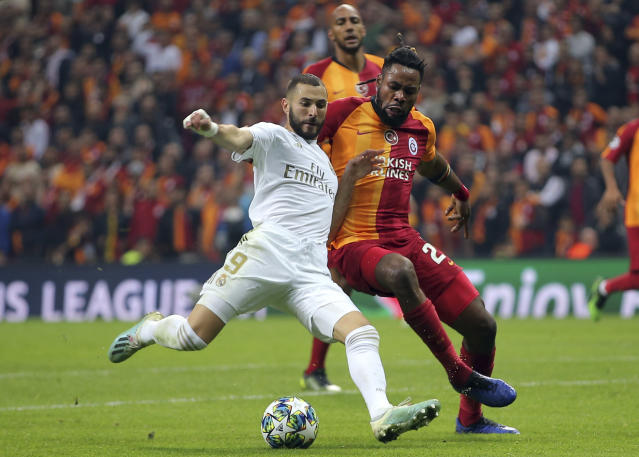 Real Madrid's Karim Benzema, left, duels for the ball with Galatasaray's Christian Luyindama during the Champions League group A soccer match between Galatasaray and Real Madrid in Istanbul, Tuesday, Oct. 22, 2019. (AP Photo)