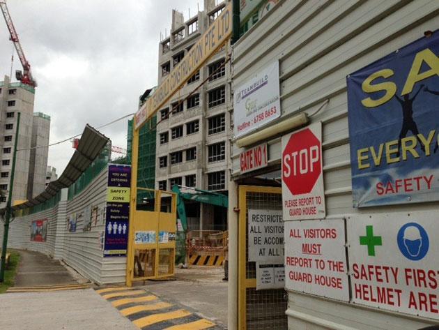 Construction workers in Singapore refuse to work, demand pay. (Photo courtesy of Andrew Loh)