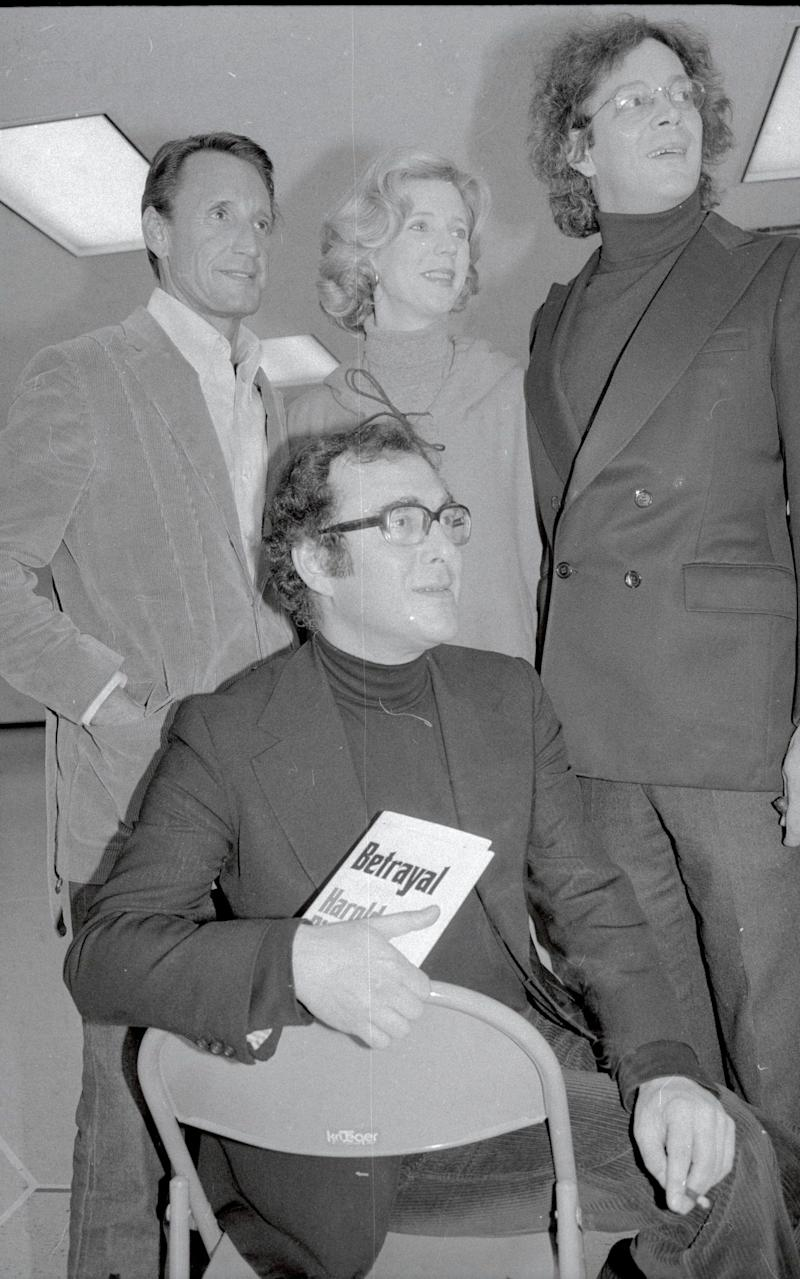 Playwright Harold Pinter seated in front of (L-R) Roy Scheider, Blythe Danner and Raul Julia. Pinter is holding a copy of Betrayal.