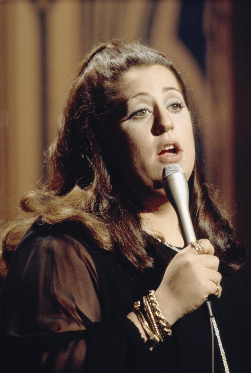 THE TONIGHT SHOW STARRING JOHNNY CARSON -- Aired 01/26/1973 -- Pictured: Guest host Mama Cass Elliot performs -- Photo by: NBCU Photo Bank