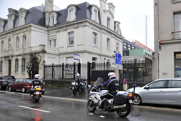 Motorcycle policemen arrive at the police station of Charleville-Mezieres, northeastern France, on January 8, 2015, where the youngest of three men the police were looking for on January 7 turned himself in (AFP Photo/Francois Lo Presti)