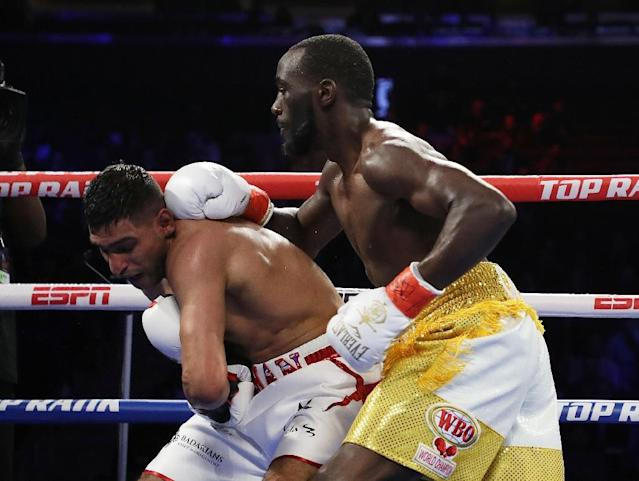 Amir Khan takes a punch from Terence Crawford (AFP Photo/AL BELLO)