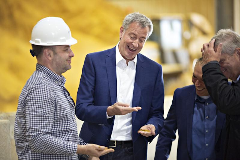 NYC's Bill De Blasio Trades Criticism at Home for Curiosity in Iowa