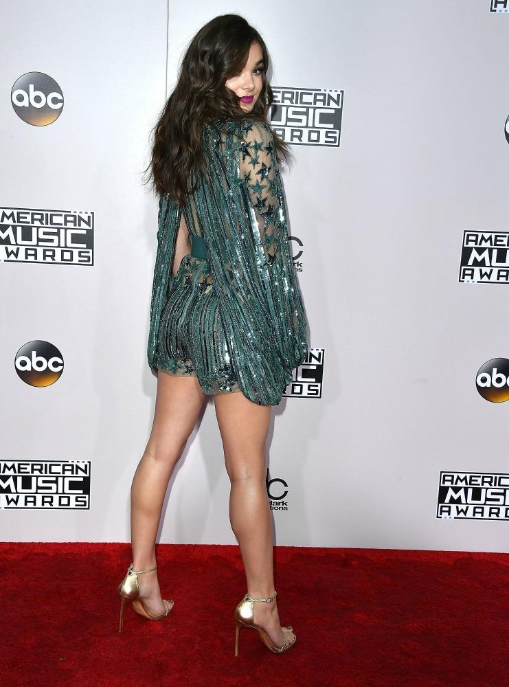 hailee-steinfeld-ama-back-gettyimages-624810826