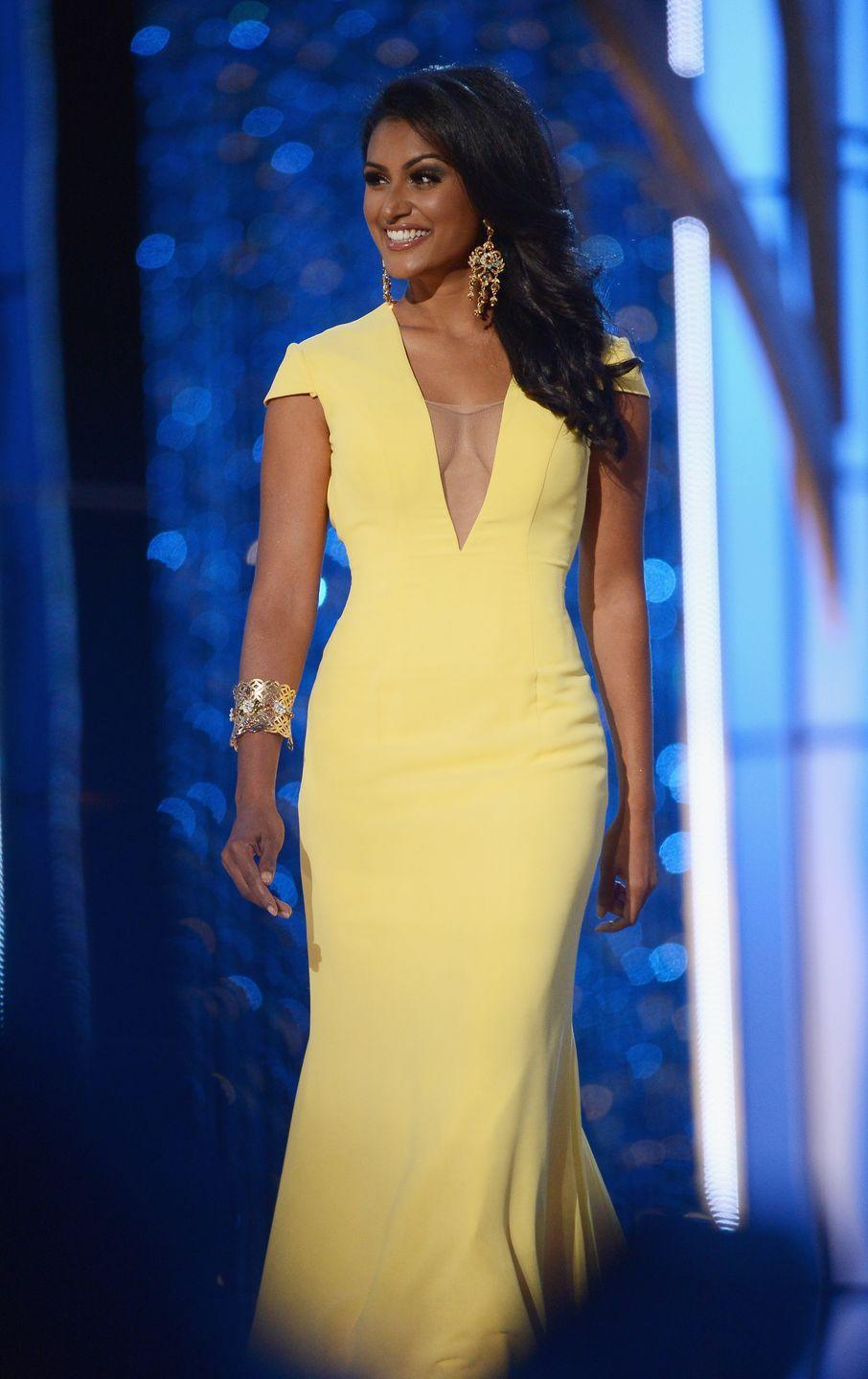 <p>Former Miss New York, Nina Davuluri, opted for a low-cut neck and a bold color. Her chunky bracelet and statement earrings added a touch of extra glam to the look. </p>