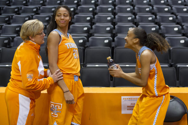 Tennessee coach Holly Warlick, left, jokes with her players Isabelle Harrison, center, and Meighan Simmons during NCAA college basketball media day Wednesday, Oct. 30, 2013, in Knoxville, Tenn. (AP Photo/The Knoxville News Sentinel, Saul Young)