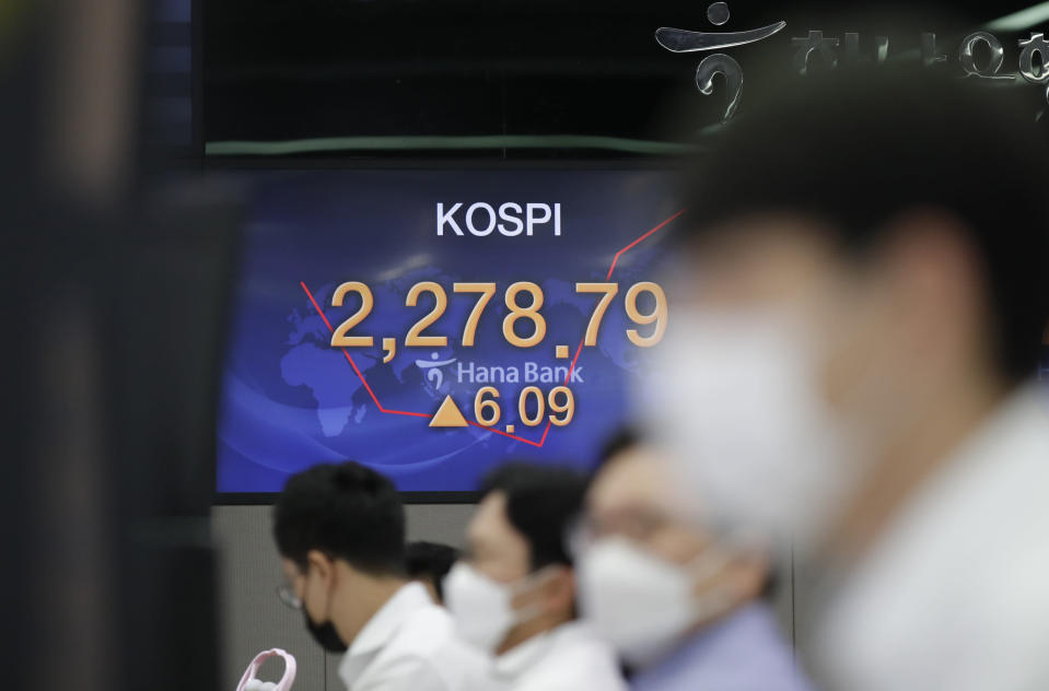 Currency traders watch computer monitors near the screens showing the Korea Composite Stock Price Index (KOSPI) at the foreign exchange dealing room in Seoul, South Korea, Monday, Sept. 28, 2020. Asian shares were mostly higher in muted trading Monday, ahead of the first U.S. presidential debate and a national holiday in China later in the week.(AP Photo/Lee Jin-man)