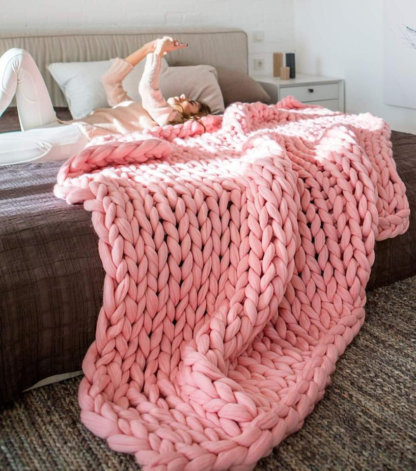 "<p>This gorgeous <a href=""https://www.popsugar.com/buy/Eacho-Chunky-Knit-Blanket-497216?p_name=Eacho%20Chunky%20Knit%20Blanket&retailer=amazon.com&pid=497216&price=68&evar1=savvy%3Aus&evar9=46707523&evar98=https%3A%2F%2Fwww.popsugar.com%2Fsmart-living%2Fphoto-gallery%2F46707523%2Fimage%2F46708966%2FEacho-Chunky-Knit-Blanket&list1=shopping%2Cfall%2Cunder%20%24100%2Caffordable%20shopping&prop13=mobile&pdata=1"" rel=""nofollow"" data-shoppable-link=""1"" target=""_blank"" class=""ga-track"" data-ga-category=""Related"" data-ga-label=""https://www.amazon.com/eacho-Chunky-Blanket-Bulky-Bedroom/dp/B078NBL6JP/ref=sr_1_31_sspa?crid=354JH5Z8T8DRM&amp;keywords=chunky%2Bknit%2Bthrow%2Bblanket&amp;qid=1570037119&amp;s=home-garden&amp;sprefix=chunky%2Bkn%2Cgarden%2C196&amp;sr=1-31-spons&amp;spLa=ZW5jcnlwdGVkUXVhbGlmaWVyPUEySzhMQ0hWRVNMWFlHJmVuY3J5cHRlZElkPUEwOTA4ODQ2UkFDMjlDTzE1UFlVJmVuY3J5cHRlZEFkSWQ9QTA5MjgzNzQzSUtBWU8zS0ZBVVhEJndpZGdldE5hbWU9c3BfYnRmJmFjdGlvbj1jbGlja1JlZGlyZWN0JmRvTm90TG9nQ2xpY2s9dHJ1ZQ&amp;th=1"" data-ga-action=""In-Line Links"">Eacho Chunky Knit Blanket </a> ($68) comes in a few colors.</p>"