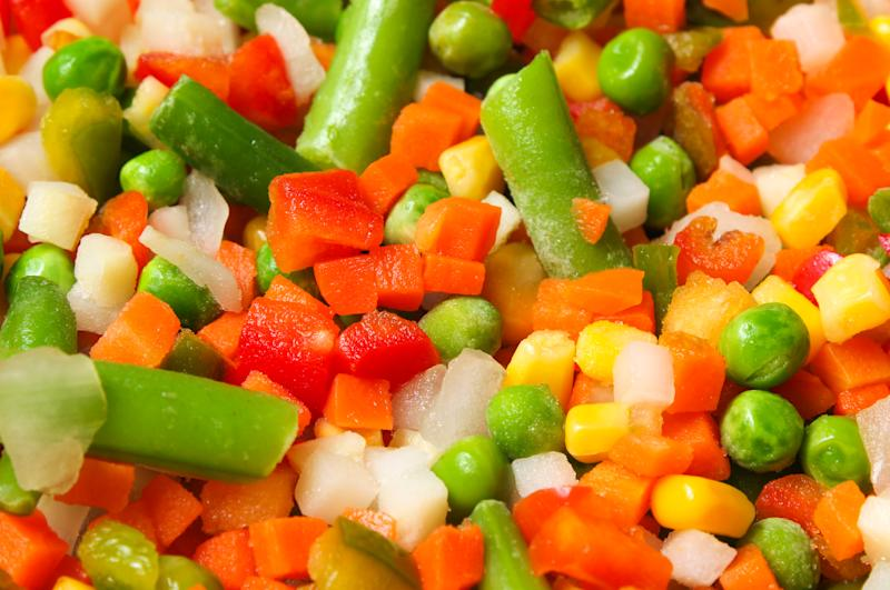 Mix of vegetable containing carrots, peas, corn close up
