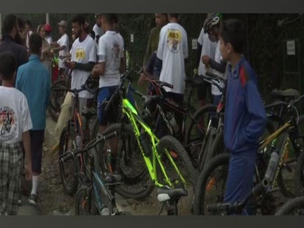J&K Police organises a cycle race for the youths