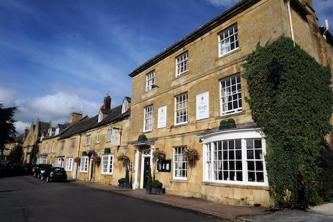 The Kings Hotel, the Cotswolds
