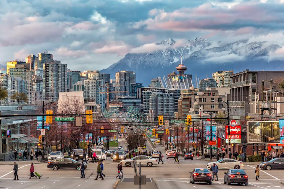 A look into the Vancouver downtown and snow mountain across the strait.
