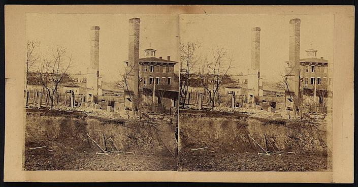 An 1864 photo of Atlanta, showing chimney stacks where buildings used to be.