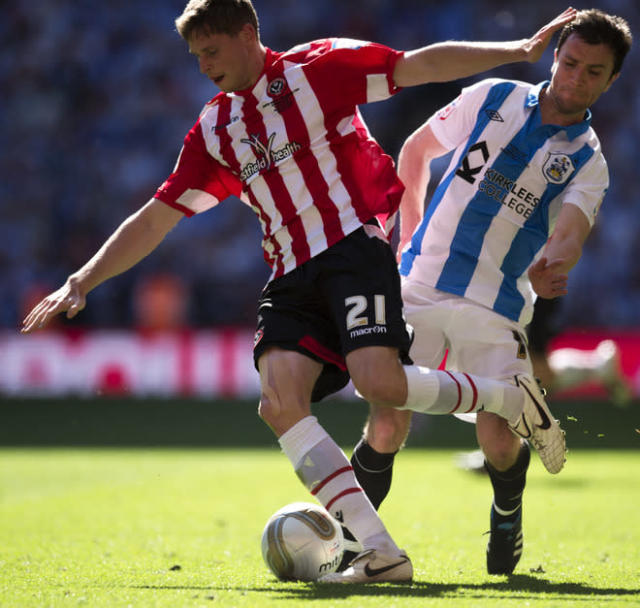 Sheffield United's Chris Porter (L) vies for the ball against Huddersfield Town's Damien Johnson (R) during the League 1 Play-Off Final football match at Wembley Stadium in London on May 26, 2012. Huddersfield won the game 8-7 on penalties to win promotion to the Championship next season. AFP PHOTO / ADRIAN DENNISADRIAN DENNIS/AFP/GettyImages