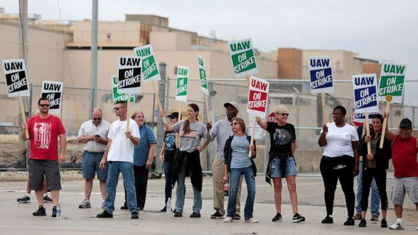 PHOTO: General Motors assembly workers picket outside the General Motors Flint Assembly plant during the United Auto Workers (UAW) national strike in Flint, Mich., September 16, 2019. (Rebecca Cook/Reuters)