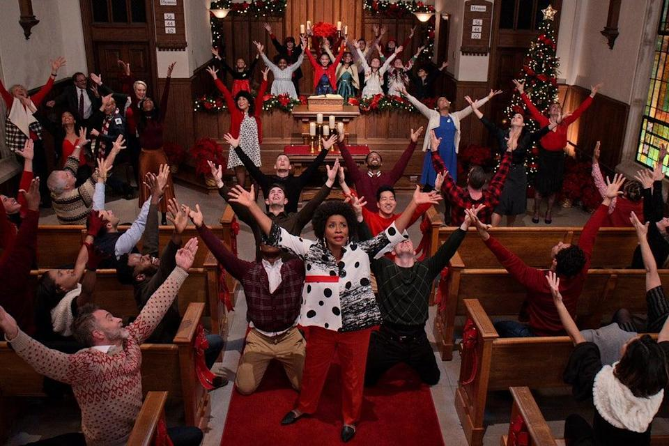DOLLY PARTON'S CHRISTMAS ON THE SQUARE (L to R) JENIFER LEWIS as MARGELINE in DOLLY PARTON'S CHRISTMAS ON THE SQUARE Cr. COURTESY OF NETFLIX © 2020