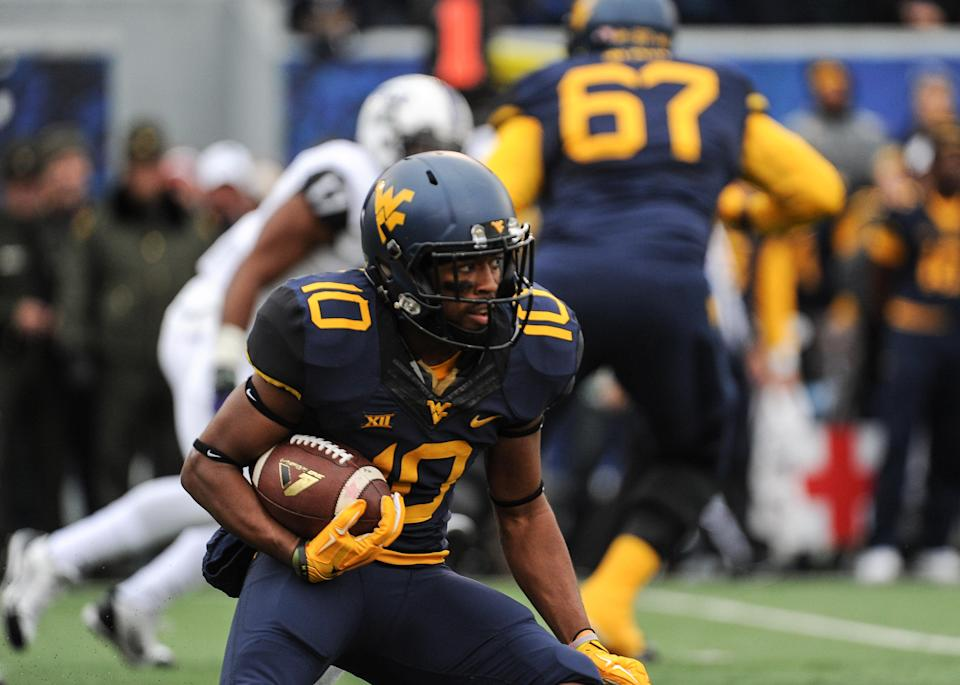 West Virginia's Jordan Thompson (10) runs after a catch during the second quarter of an NCAA college football game against TCU in Morgantown, W.Va., Saturday, Nov. 1, 2014. (AP Photo/Tyler Evert)