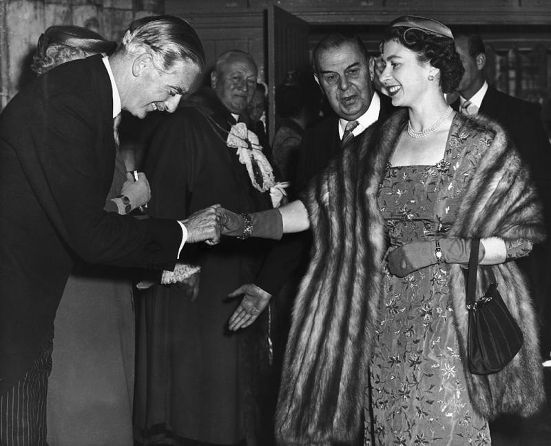 UNITED KINGDOM - APRIL 30: Queen Elizabeth Ii Shaking Hands With The Conservative British Prime Minister, Sir Anthony Eden, At The Banquet Hall In London Town In May 1956. (Photo by Keystone-France/Gamma-Keystone via Getty Images)
