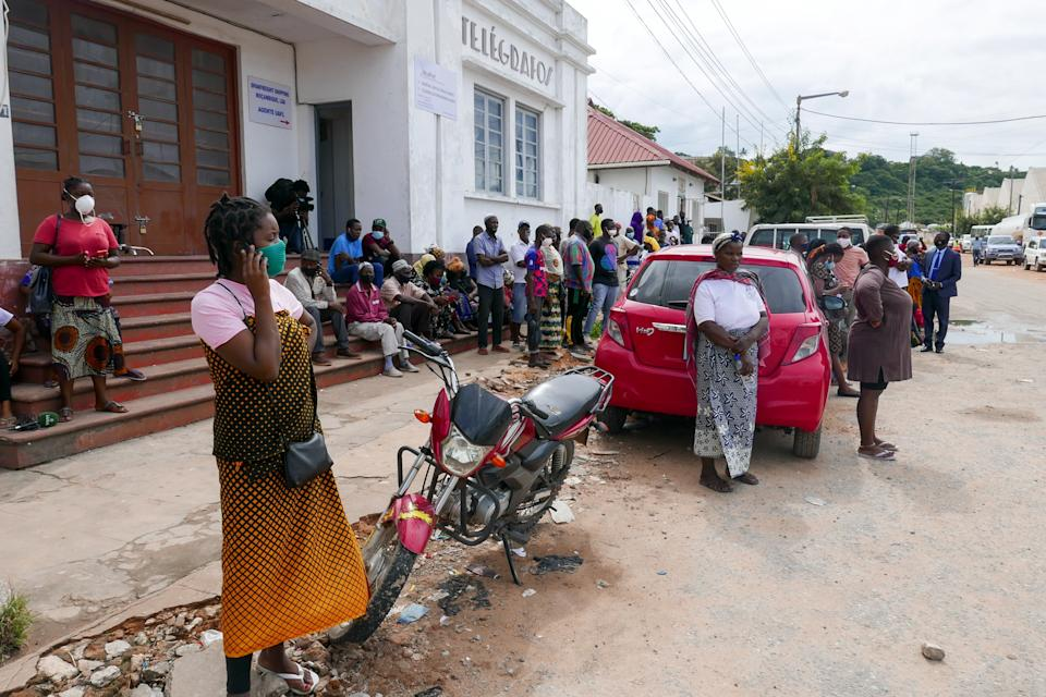 People await the arrival of more ships from Palma district with people fleeing attacks by rebel groups, in Pemba, Mozambique. Source: EPA/Luis Miguel Fonseca