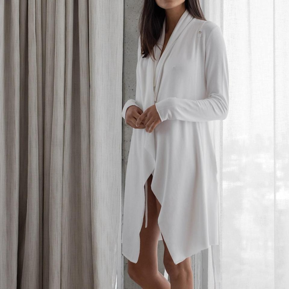 """<h2>Lunya The Short Robe<br></h2><br>""""Everybody knows that your Cancer pal can be a homebody at times,"""" Stardust says. """"Treat them to this sweet robe to slip on while lounging at home during the hot summer nights.""""<br><br><strong>Lunya</strong> The Short Robe, $, available at <a href=""""https://go.skimresources.com/?id=30283X879131&url=https%3A%2F%2Fwww.lunya.co%2Fproducts%2Fthe-short-robe%3FrefSrc%3D1051954642987%26nosto%3Dproductpage-nosto-v2"""" rel=""""nofollow noopener"""" target=""""_blank"""" data-ylk=""""slk:Lunya"""" class=""""link rapid-noclick-resp"""">Lunya</a>"""