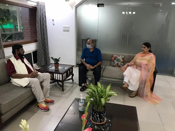 Union Minister Ramdas Athawale meets family members of Sushant Singh Rajput on Friday. (Photo: Twitter/Dr Ramdas Athawale)