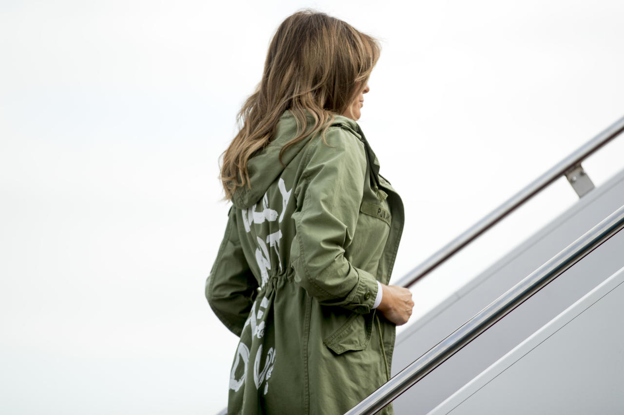 <p>First lady Melania Trump boards a plane at Andrews Air Force Base, Md., Thursday, June 21, 2018, to travel to Texas. (Photo: Andrew Harnik/AP) </p>