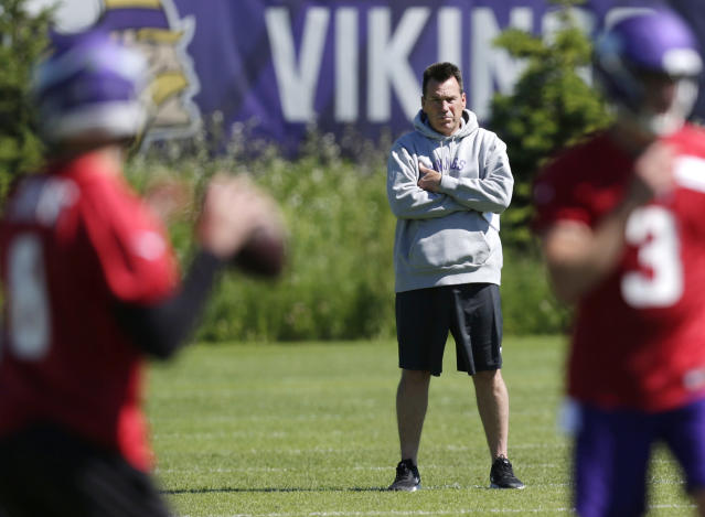 Minnesota Vikings assistant head coach and offensive advisor Gary Kubiak watches quarterbacks during drills at the team's NFL football training facility in Eagan, Minn., Thursday, June 13, 2019. (AP Photo/Andy Clayton- King)