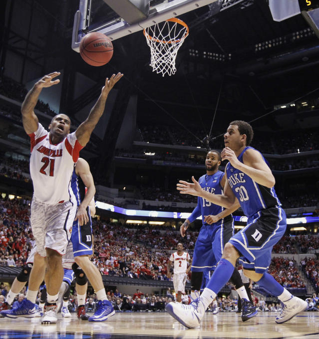 Louisville forward Chane Behanan (21) goes after a loose ball in front of Duke's Seth Curry (30) during the first half of the Midwest Regional final in the NCAA college basketball tournament, Sunday, March 31, 2013, in Indianapolis. Louisville won 85-63 to advance to the Final Four. (AP Photo/Michael Conroy)