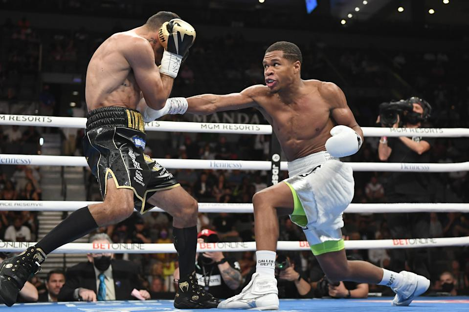 LAS VEGAS, NEVADA - MAY 29:  Devin Haney (R) and Jorge Linares battle during their WBC lightweight title fight at Michelob ULTRA Arena on May 29, 2021 in Las Vegas, Nevada. (Photo by David Becker/Getty Images)