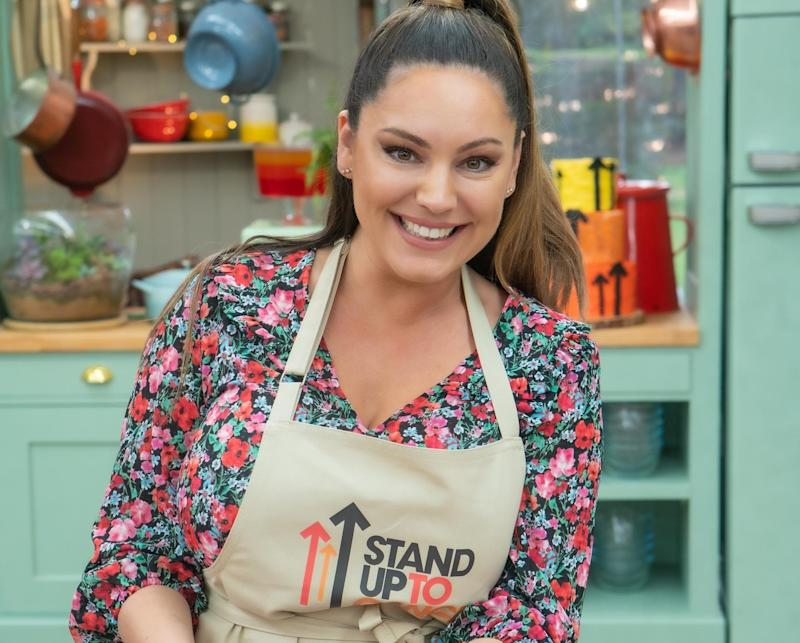 Kelly Brook got a Hollywood handshake on 'The Great Stand Up To Cancer Bake Off.' (Mark Bourdillon/Channel 4)