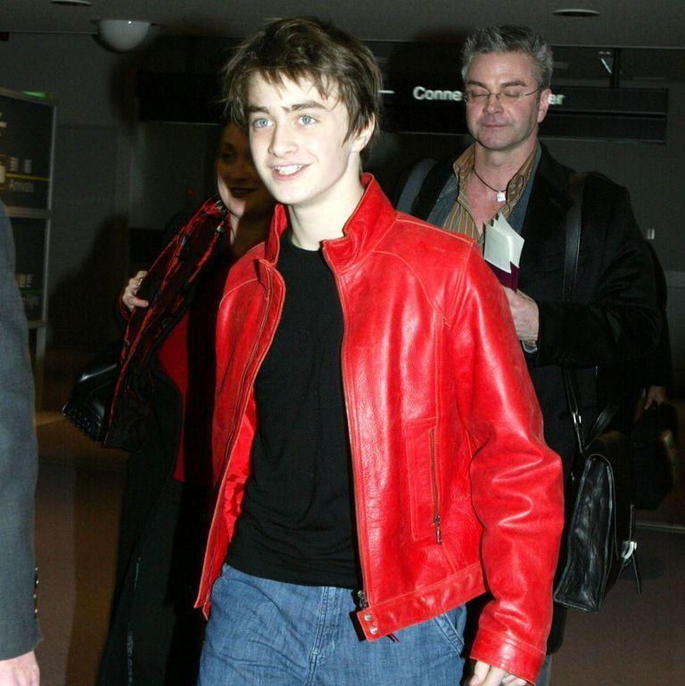 <p>Daniel Radcliffe arrives at Narita airport on December 15, 2002, to promote the second installment in the Harry Potter series, <em>Chamber of Secrets</em>. </p>